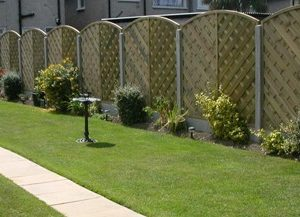 V-arched garden fencing abwood